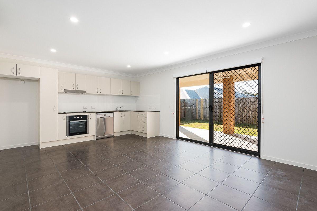2/25 Weedbrook Street, Park Ridge QLD 4125, Image 1