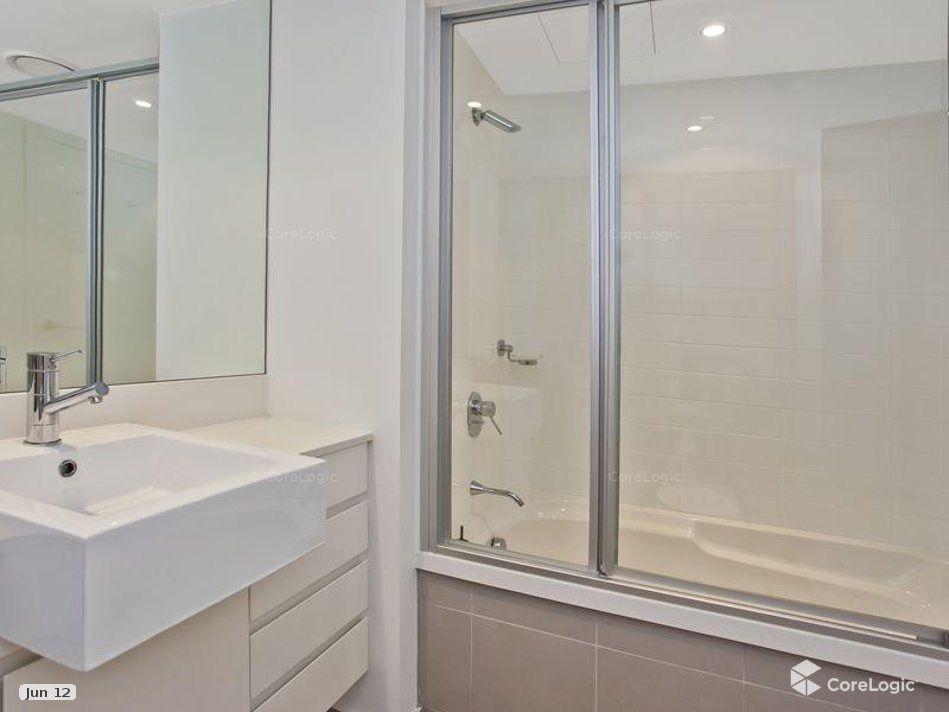 21501/5  Lawson Street, Southport QLD 4215, Image 2
