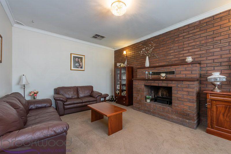 7 Burran Court, Maida Vale WA 6057, Image 2
