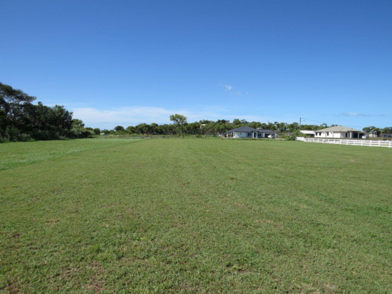 35 Pearl Place, Bowen QLD 4805, Image 2
