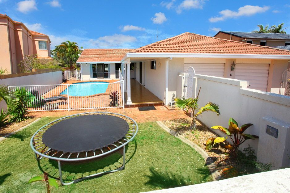 10 Kerry Court, Sorrento QLD 4217, Image 1