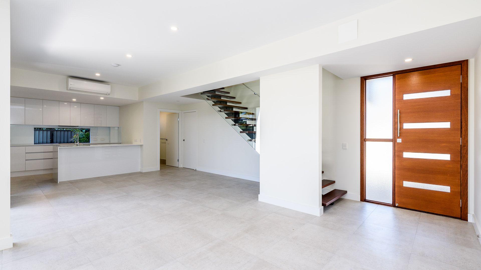 2/117 Bayview Street, Runaway Bay QLD 4216, Image 2