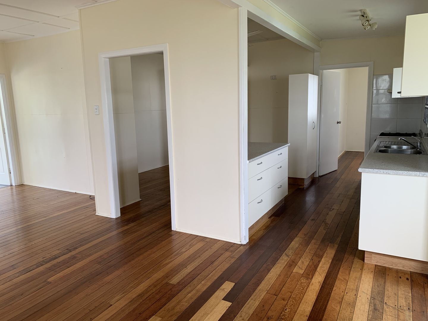 36 Montgomery Street, West End QLD 4810, Image 2