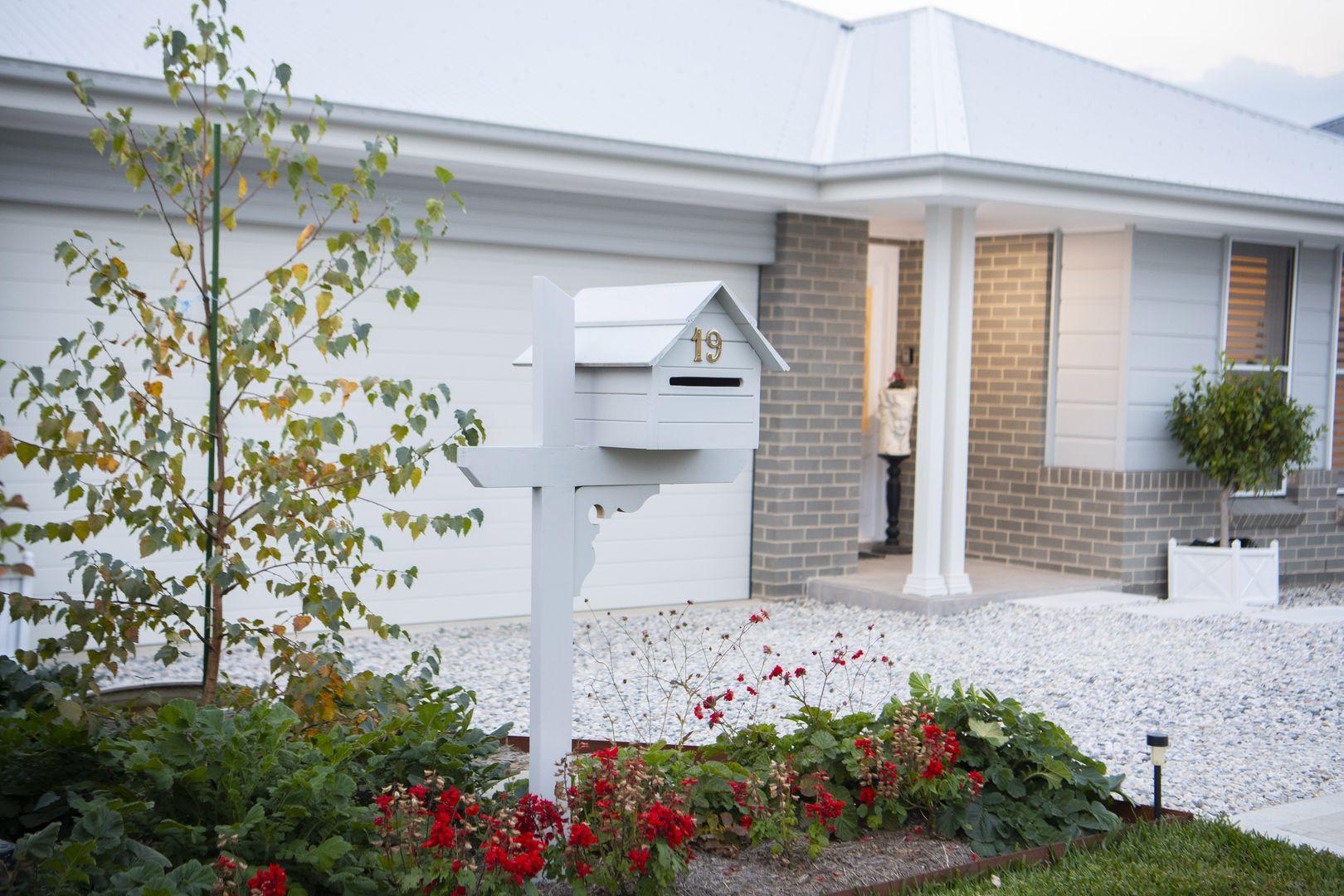 19 Allen Avenue, Renwick NSW 2575, Image 0