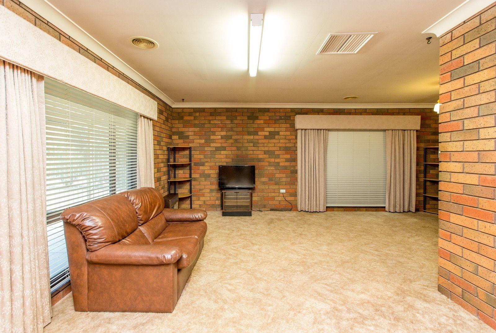 68 Huthwaite Street, Mount Austin NSW 2650, Image 2