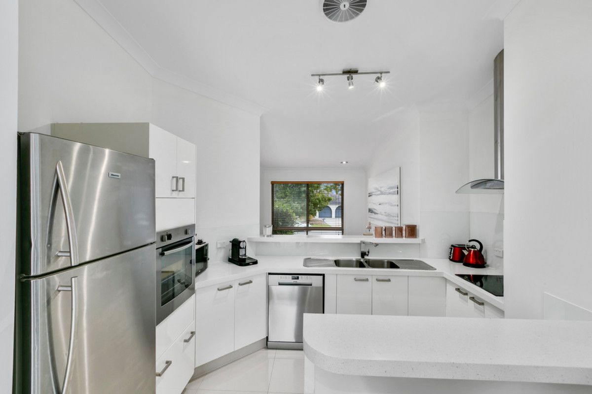 13 Bradstone Road, Carrara QLD 4211, Image 2