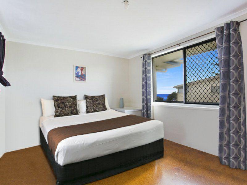 7/143 Hedges Avenue, Mermaid Beach QLD 4218, Image 2