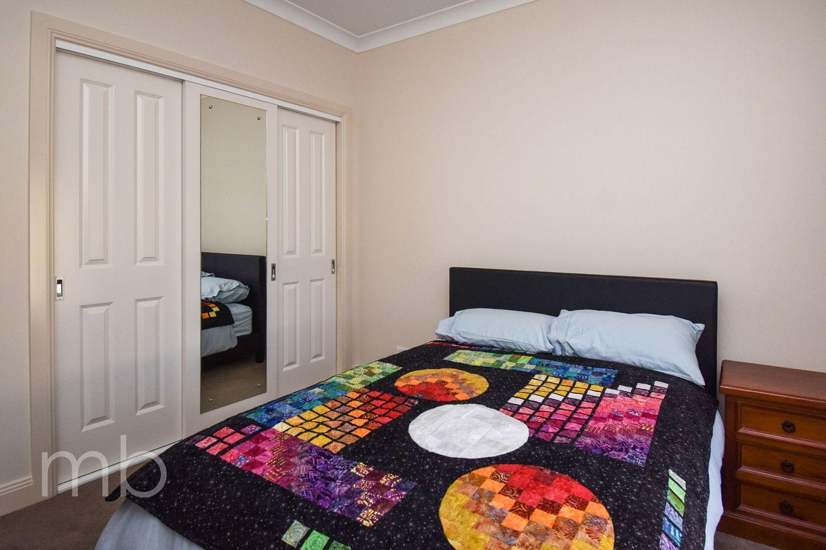 Room 1, 89 Kearneys Drive, Orange NSW 2800, Image 2