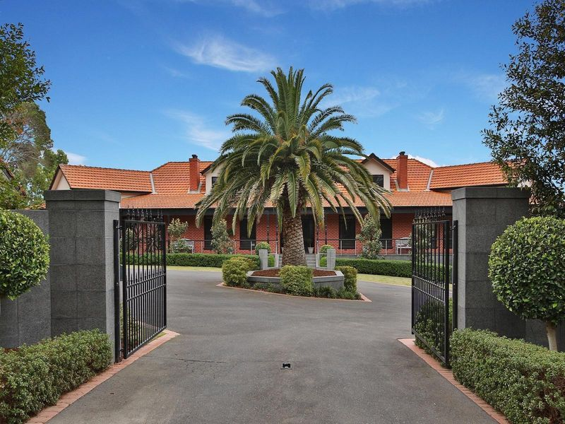 16 Williams Road, Park Orchards VIC 3114, Image 0