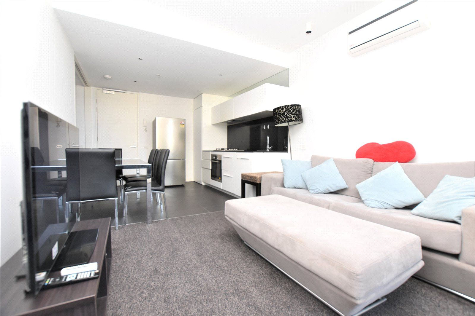 1717/39 Coventry Street, Southbank VIC 3006, Image 2