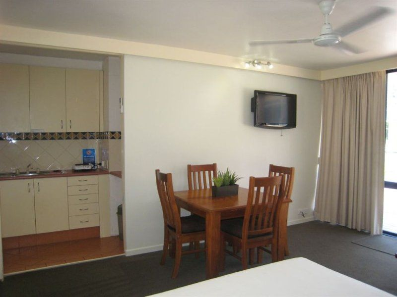 19/2877 Gold Coast Highway, Surfers Paradise QLD 4217, Image 2