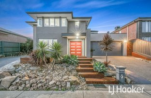 Picture of 38 Highvale Crescent, Berwick VIC 3806