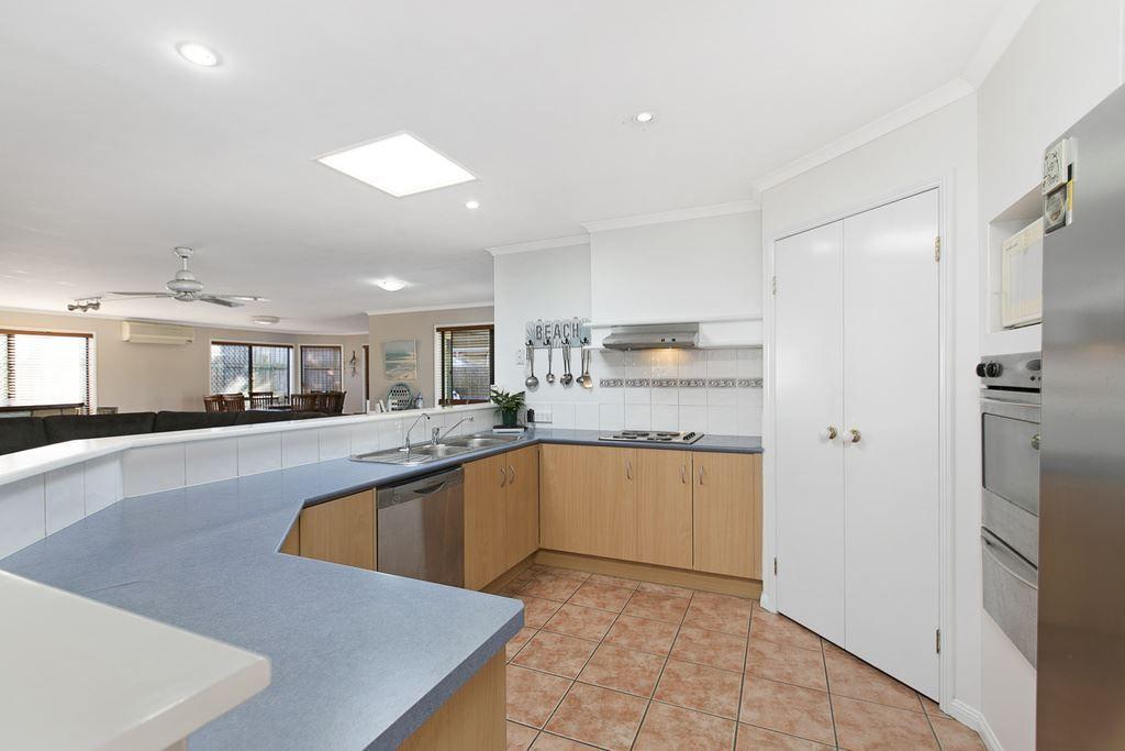 4 Kenny Court, Wakerley QLD 4154, Image 2