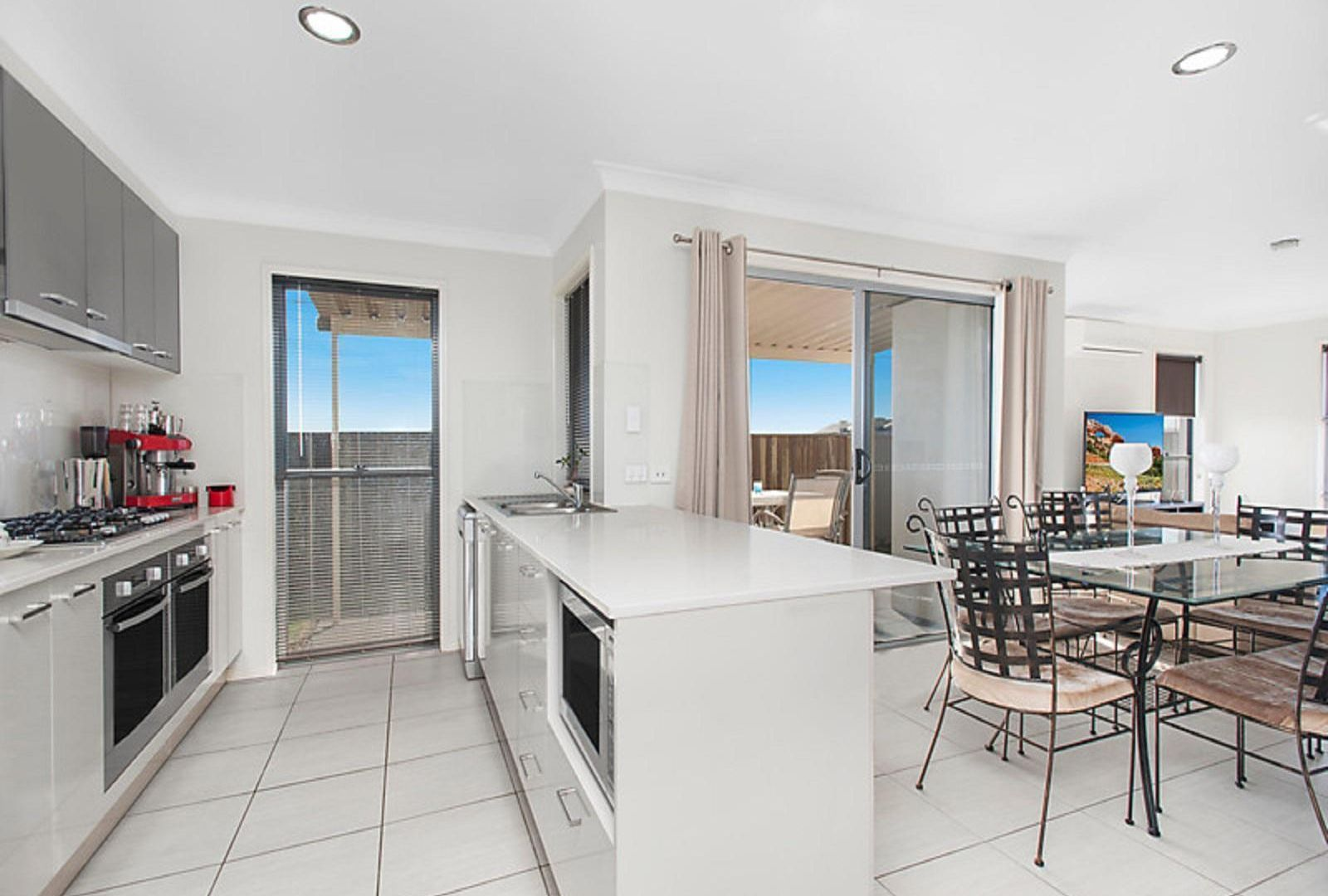 2/16 Argus Court, Middle Ridge QLD 4350, Image 2