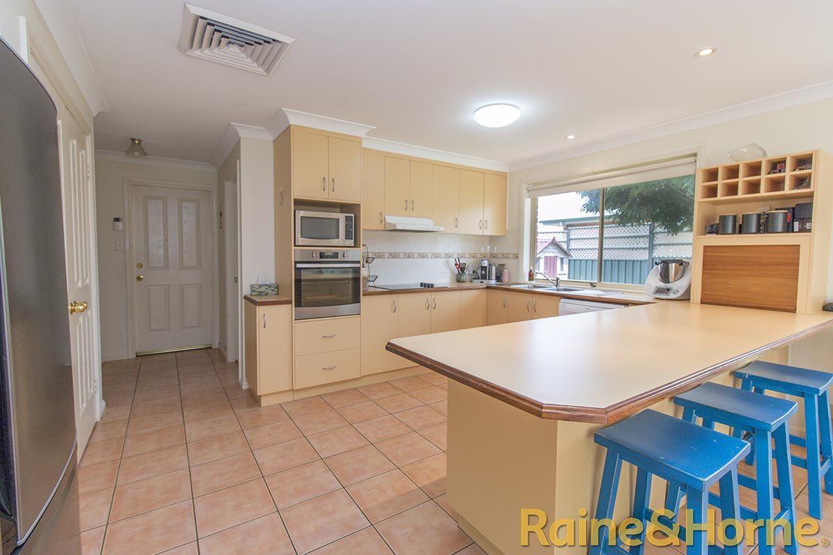 5 Glen Eagles Way, Dubbo NSW 2830, Image 2