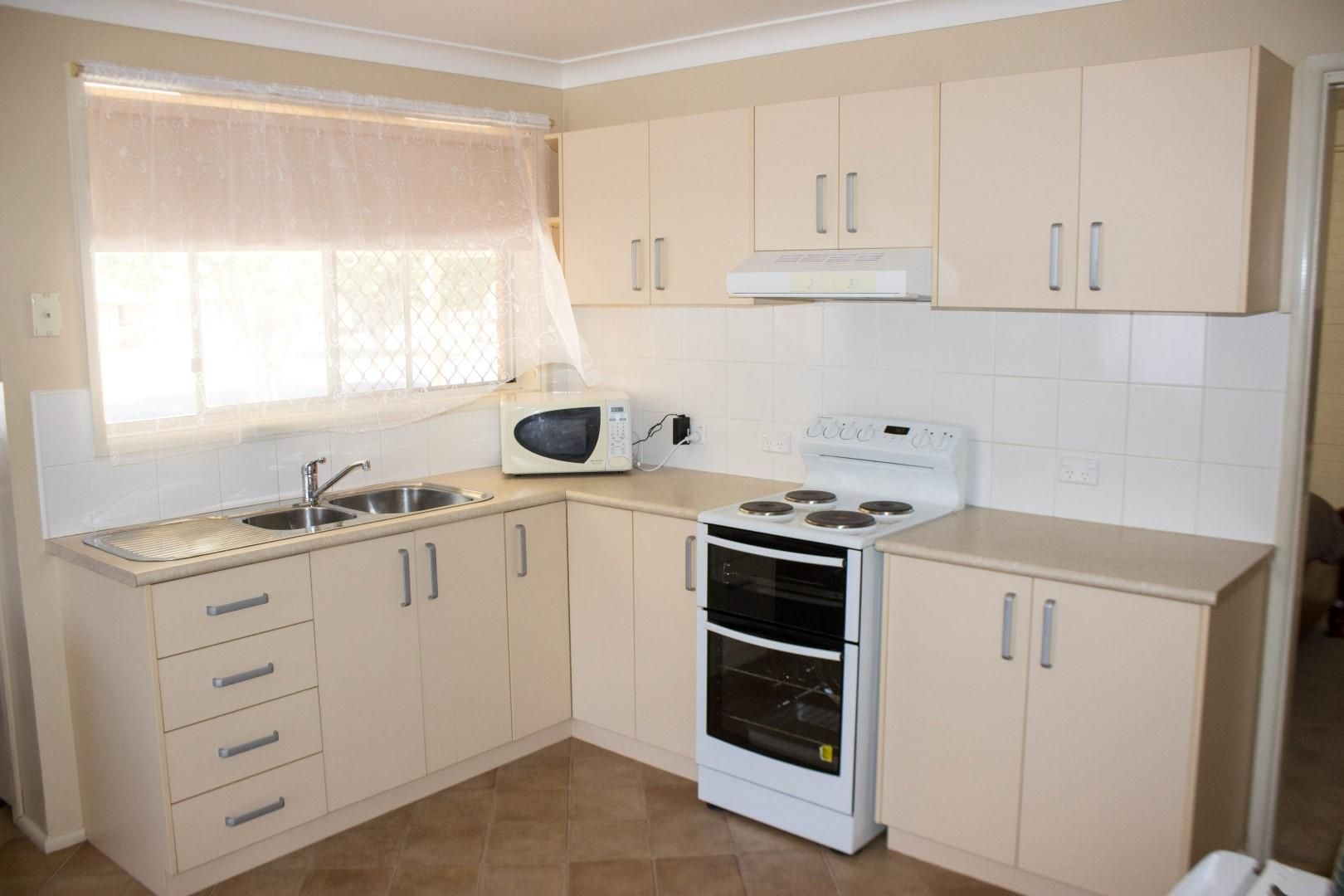 5A & 5B Greenway Place, Dubbo NSW 2830, Image 2