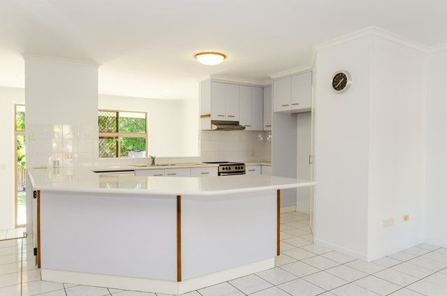 18 Rosslyn Cl, Clinton QLD 4680, Image 2
