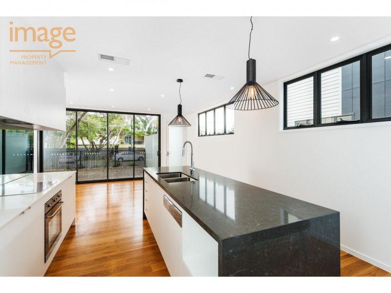 2/11 Walter Street, Bulimba QLD 4171, Image 1
