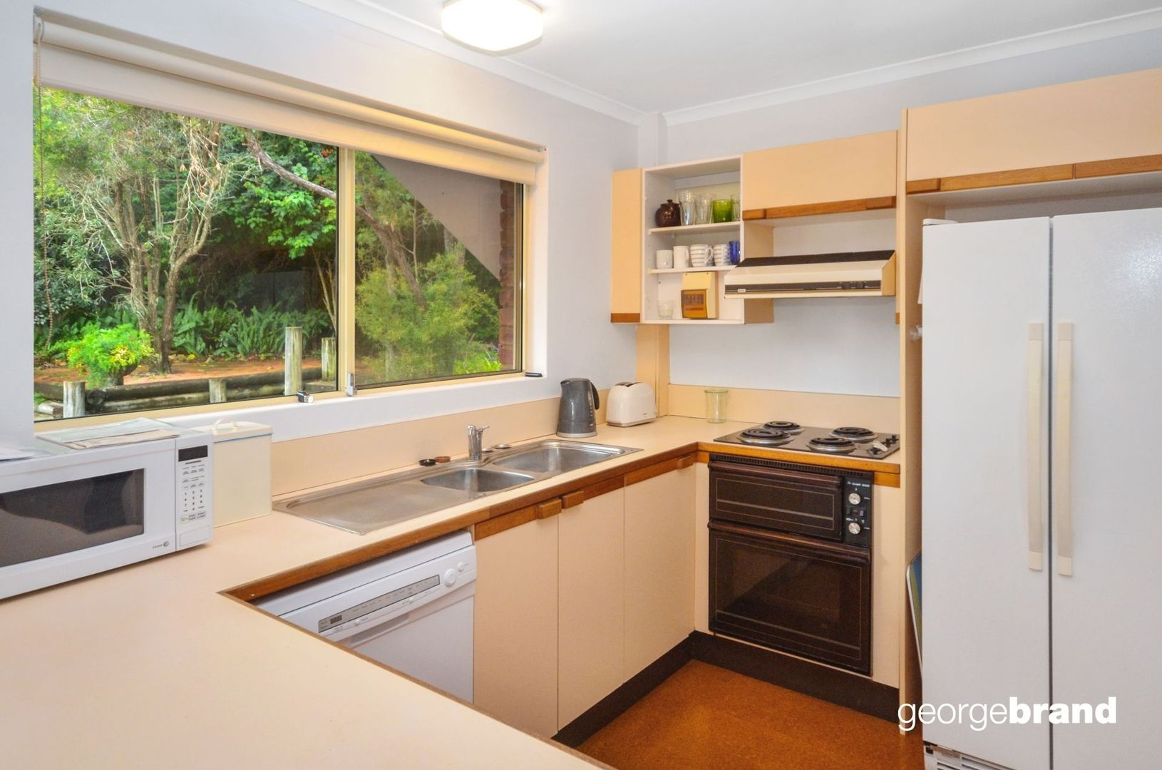 3/8 Avoca Drive, Avoca Beach NSW 2251, Image 2