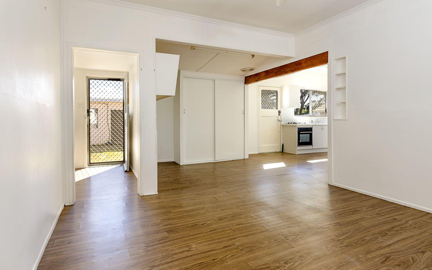 10 King St, Inglewood QLD 4387, Image 2