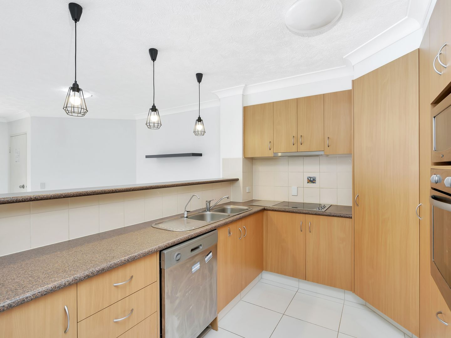 28/16-26 Sykes Court, Southport QLD 4215, Image 2