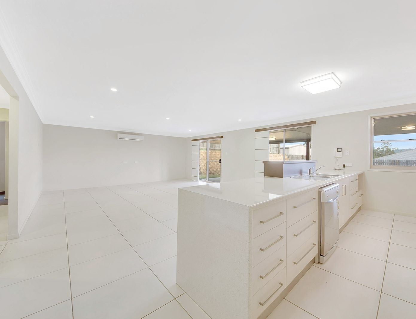 8 Phoenix Place, Telina QLD 4680, Image 2