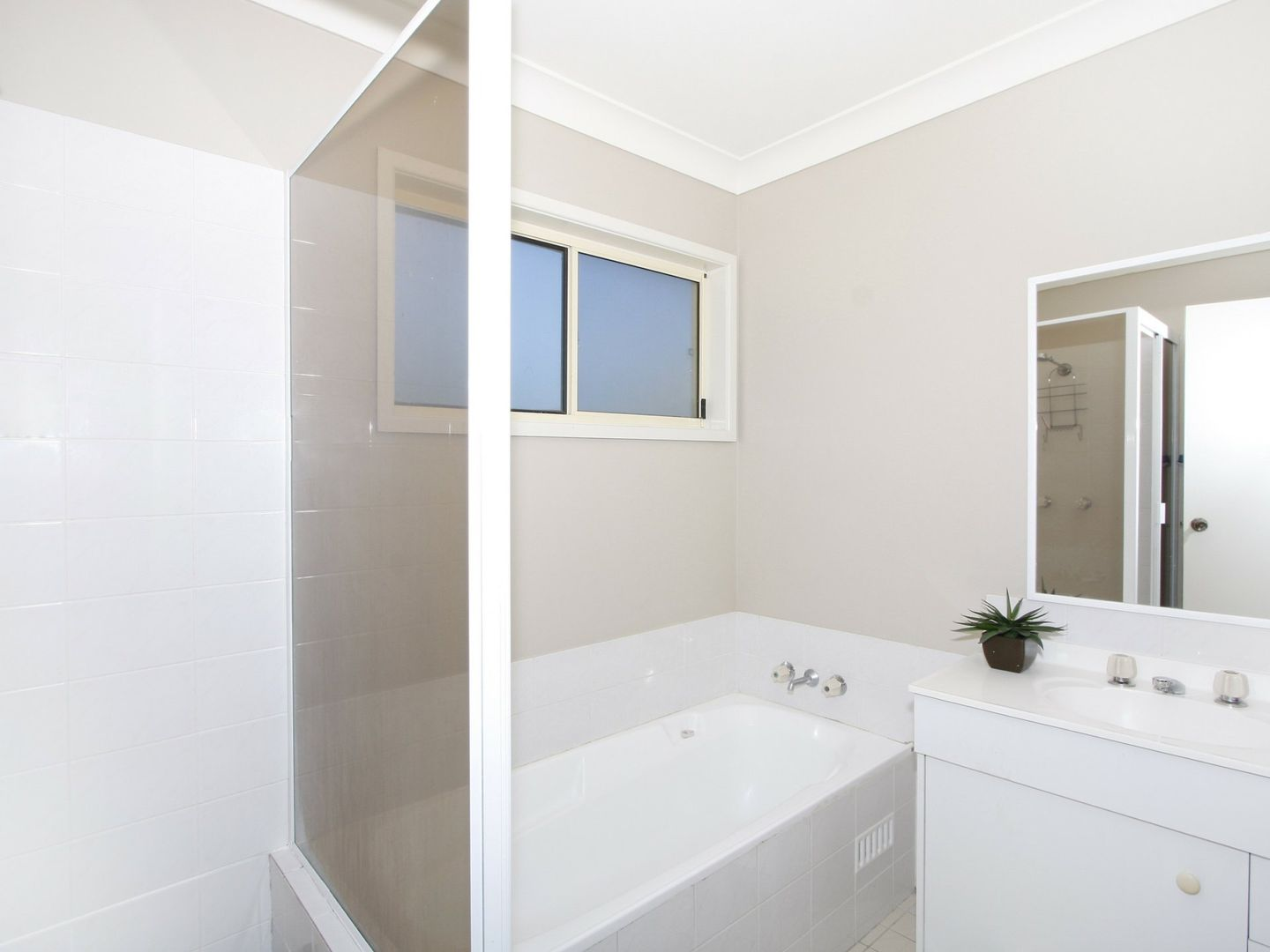 11 Hillcrest Road, Mirrabooka NSW 2264, Image 2