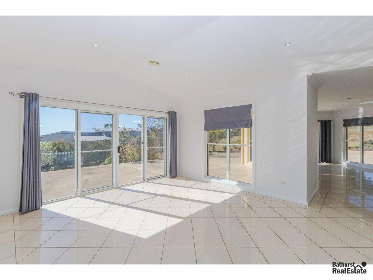 22 Robindale Court, Bathurst NSW 2795, Image 2