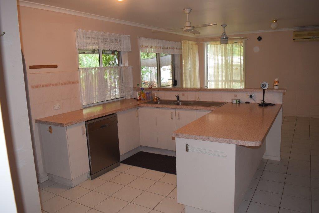 10 Oxford Street, Gayndah QLD 4625, Image 1