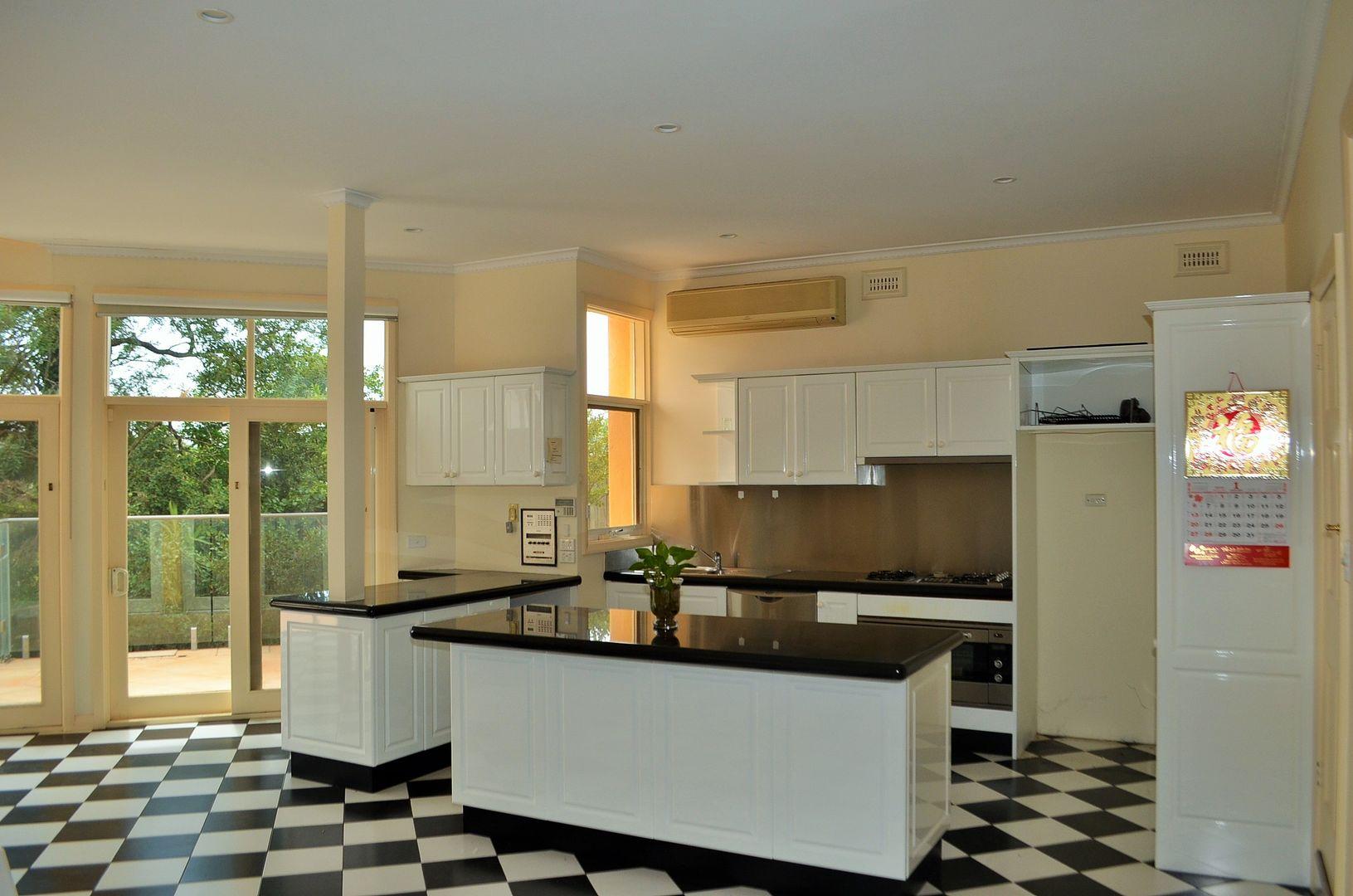 12 Milfay Avenue, Kew VIC 3101, Image 2