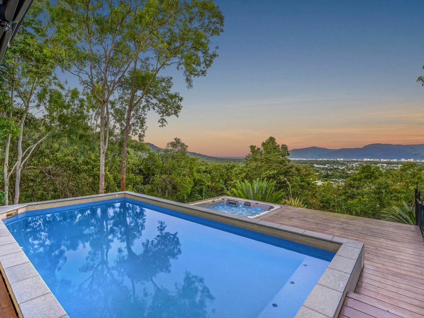 2E Trundle Terrace, Whitfield QLD 4870, Image 0