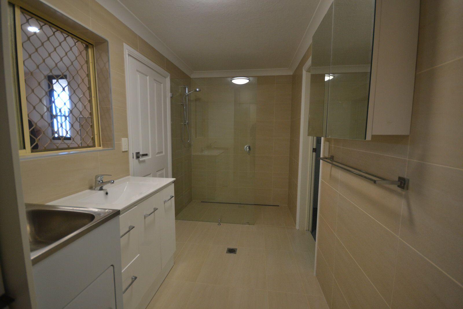 8A Carcoola Street, Benowa QLD 4217, Image 1