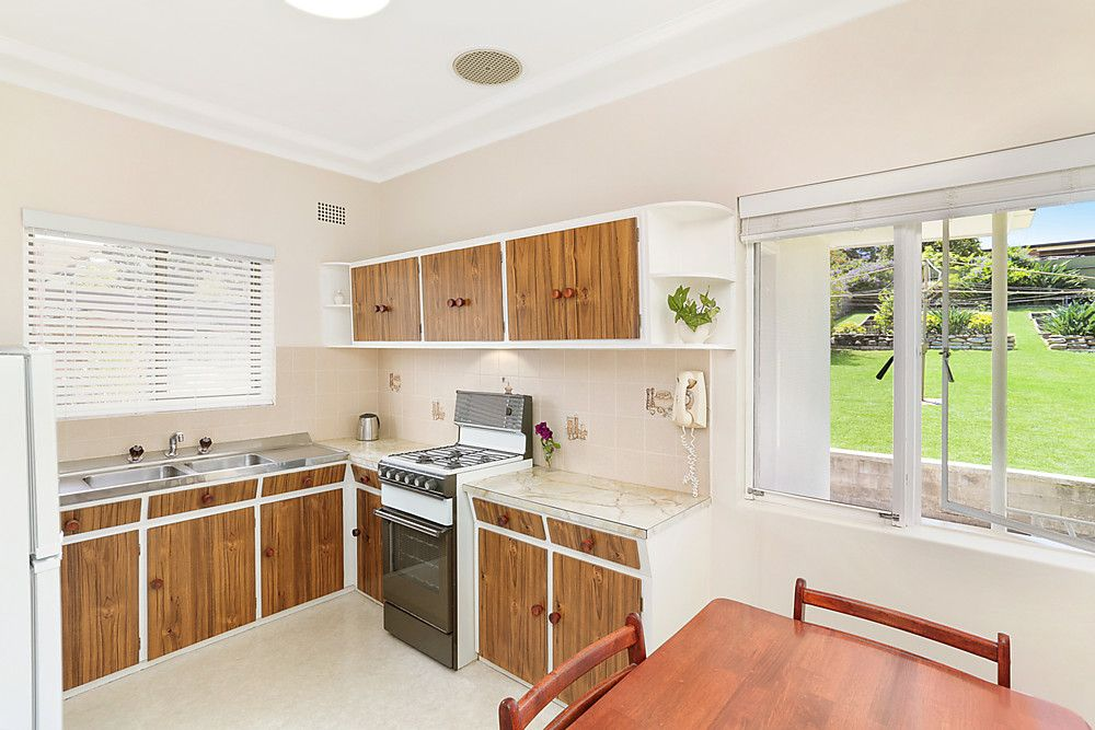 12 Gundarun Street, West Wollongong NSW 2500, Image 2