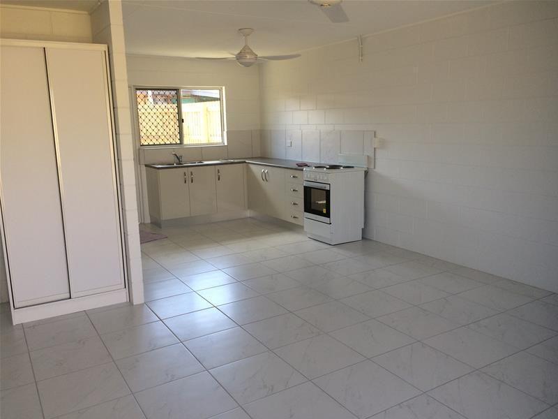 2/1 Anderson Street, Manunda QLD 4870, Image 2