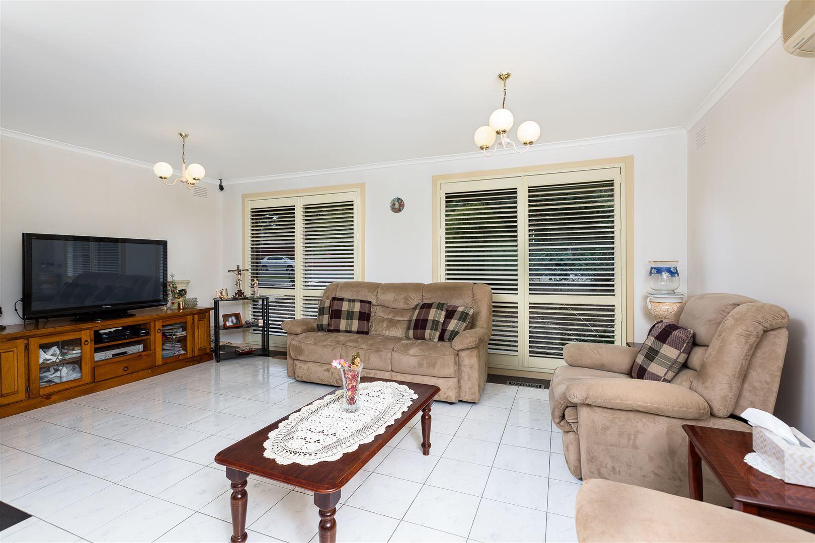 59 Sydney Parkinson Avenue, Endeavour Hills VIC 3802, Image 2