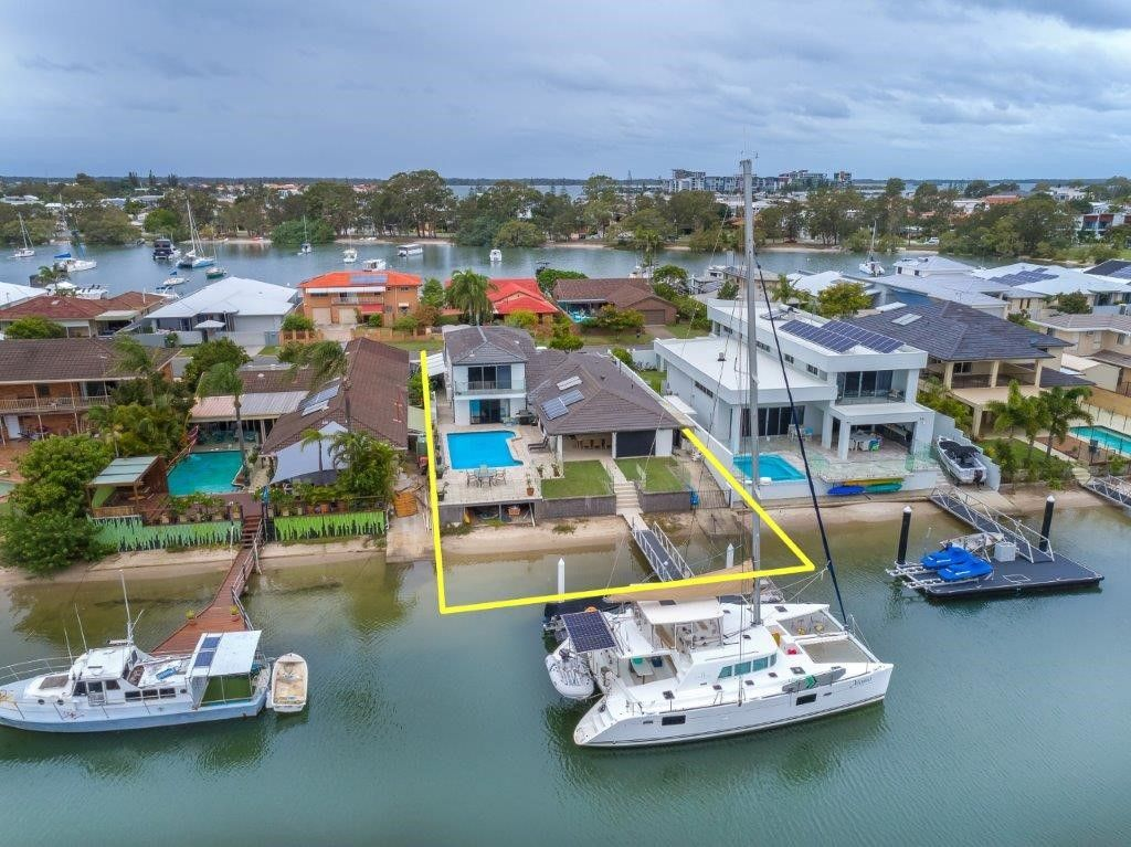 30 Lindsay Parade, Paradise Point QLD 4216, Image 0