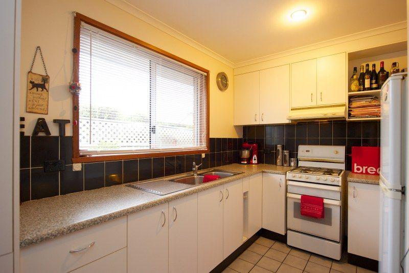 3/3 Kingfisher Drive, West Wodonga VIC 3690, Image 2