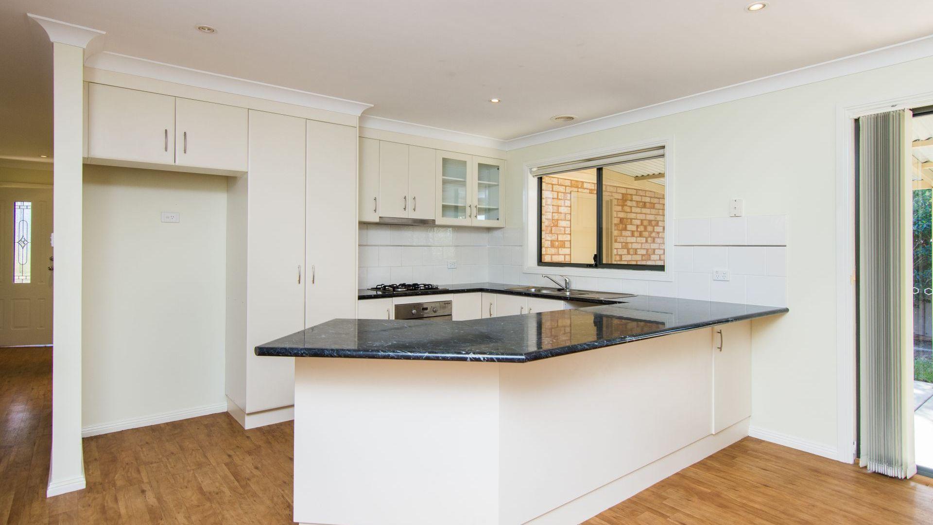 27 Paldi Crescent, Glenfield Park NSW 2650, Image 2