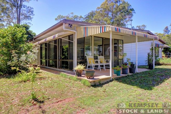 Picture of 10 Ironbark Cres, YARRAVEL NSW 2440