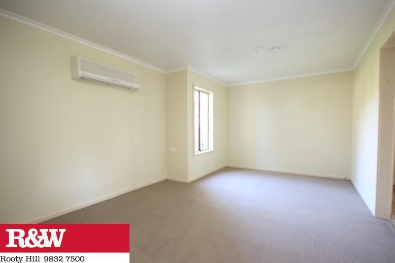 8 Graceades Place, BIDWILL NSW 2770, Image 2