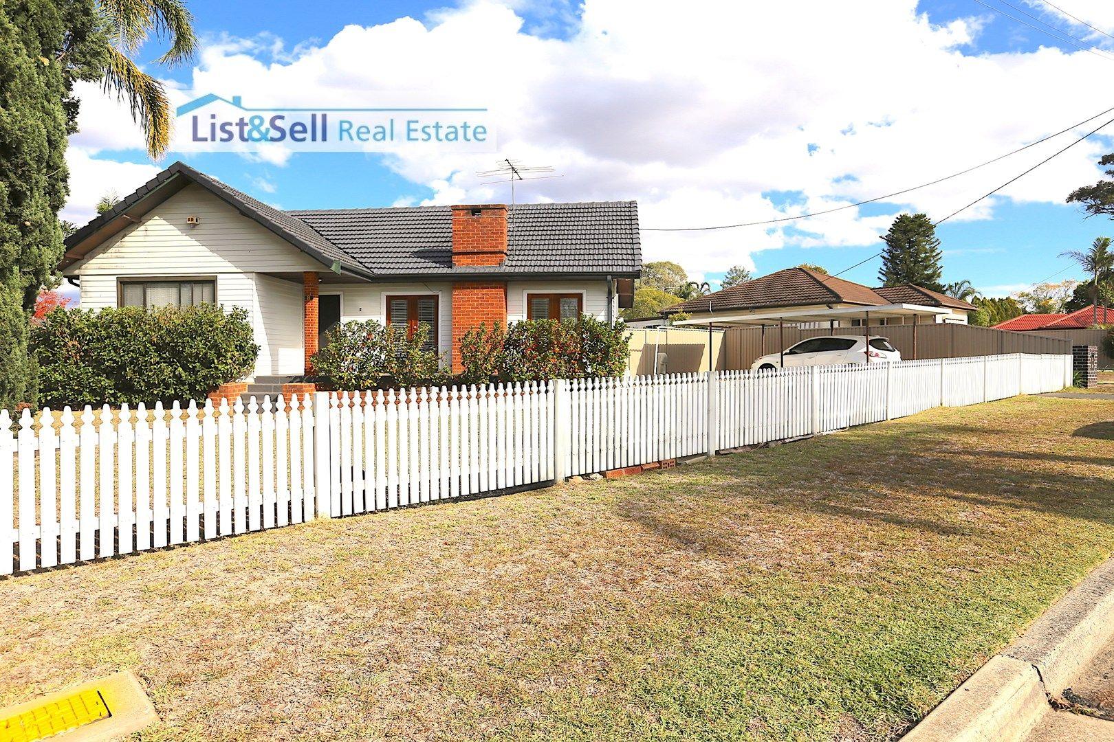 8 Wattle Avenue, Macquarie Fields NSW 2564, Image 1