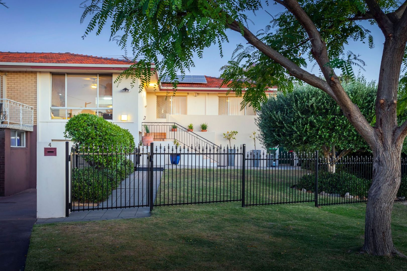 4b Queenscliffe Road, Doubleview WA 6018, Image 2