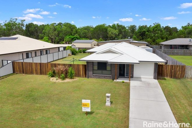 Picture of 16 Environs Avenue, COOLOOLA COVE QLD 4580