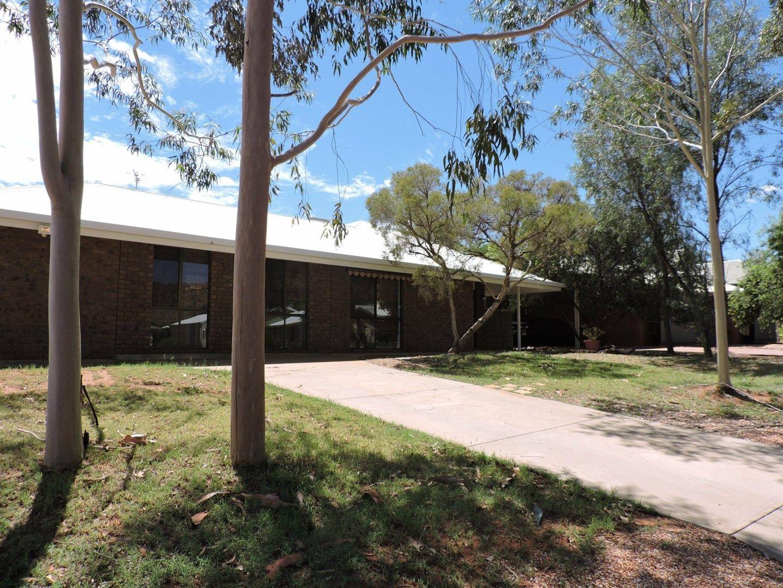 82 Hillside Gardens, Desert Springs NT 0870, Image 0