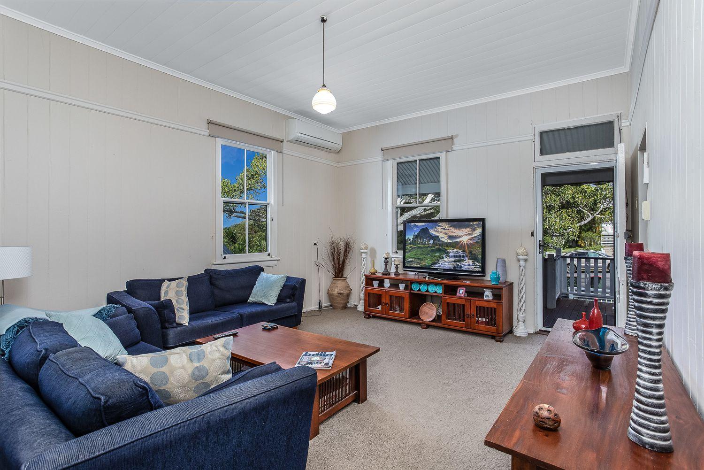 84 Yundah Street, Shorncliffe QLD 4017, Image 2