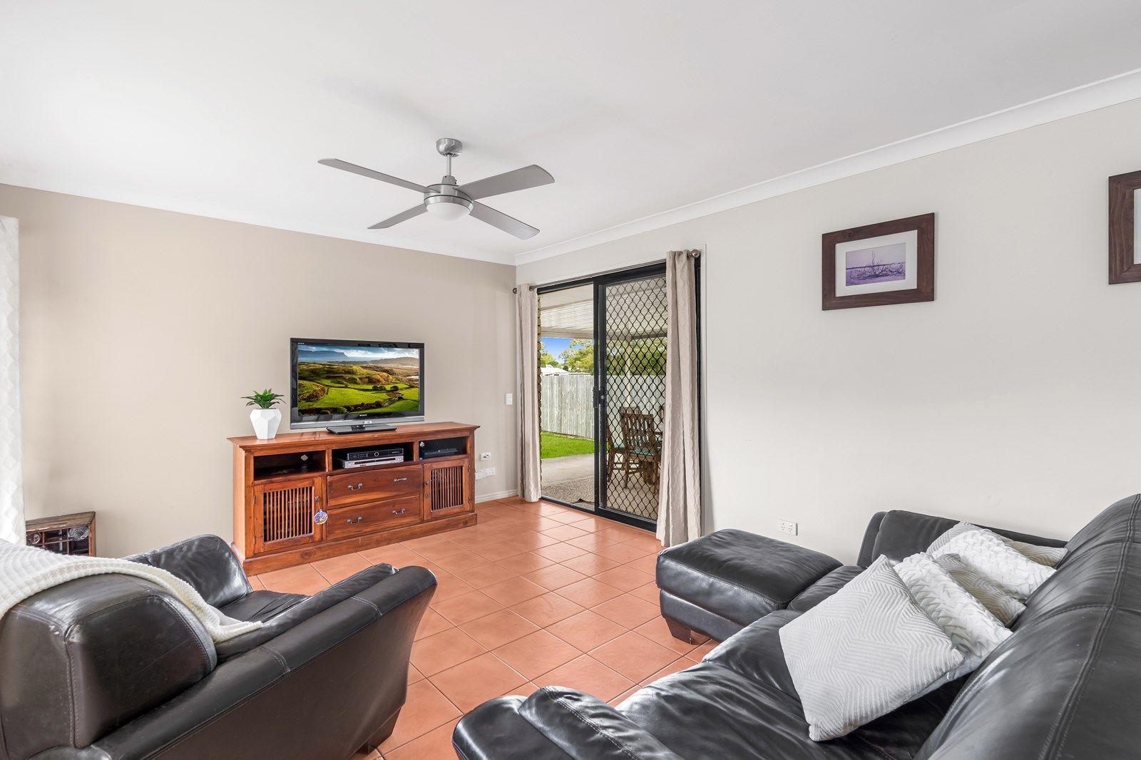 33 Pinewood Street, Wynnum West QLD 4178, Image 2