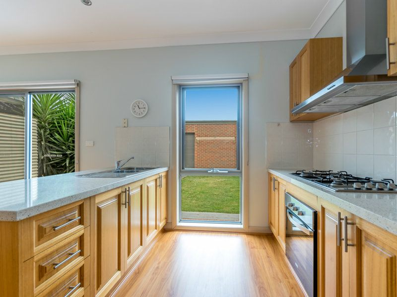 48 Cunningham Chase, Burnside Heights VIC 3023, Image 2