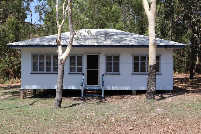 Picture of 32 MAGNETIC STREET, PICNIC BAY QLD 4819