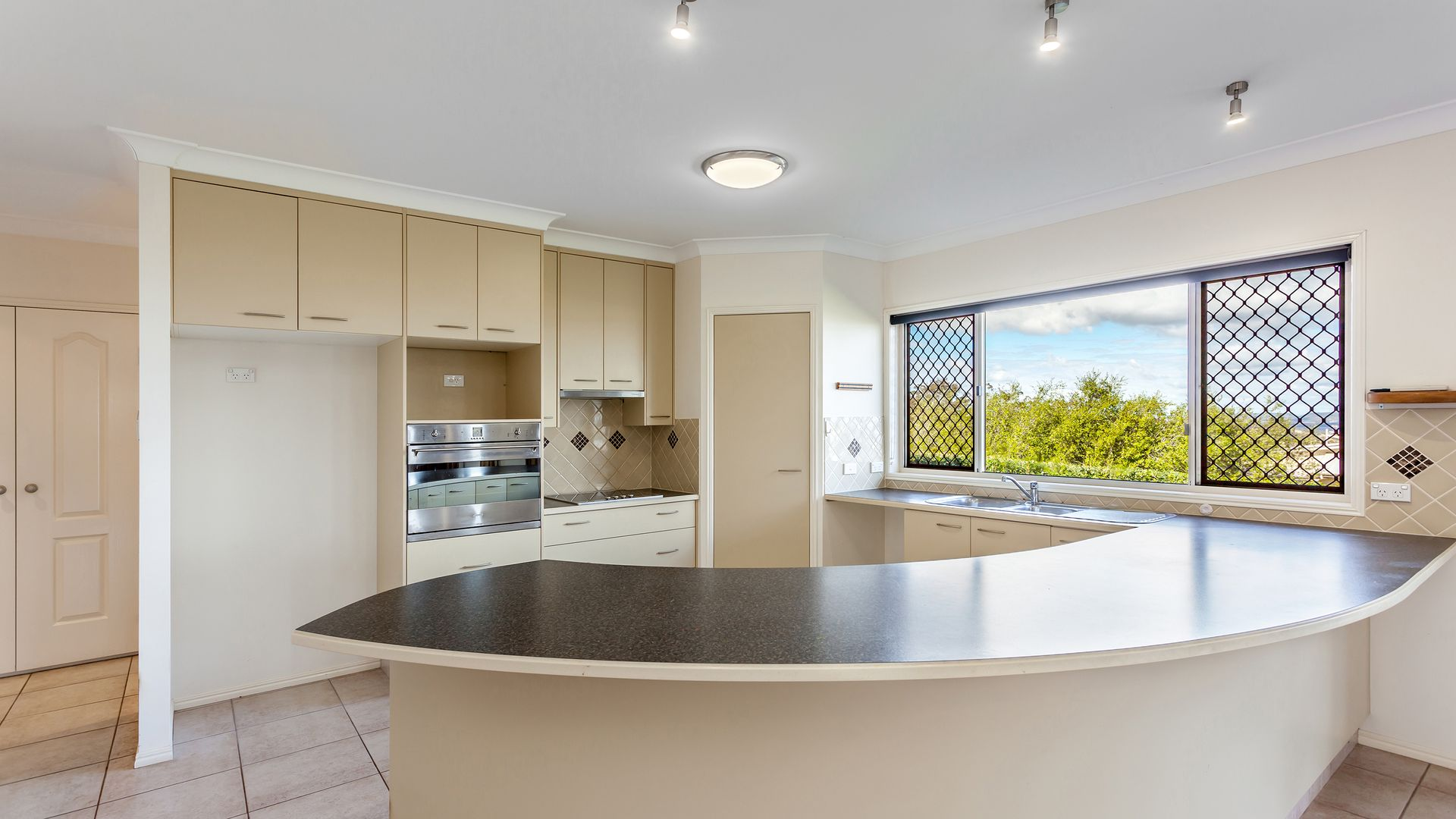 9 Timothy Drive, Vale View QLD 4352, Image 2