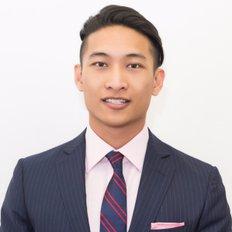 Bruce N Huang, Sales Associate